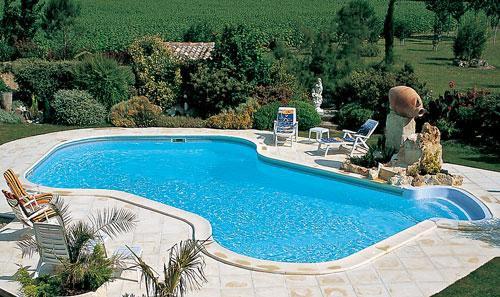 Modèle de piscine installée